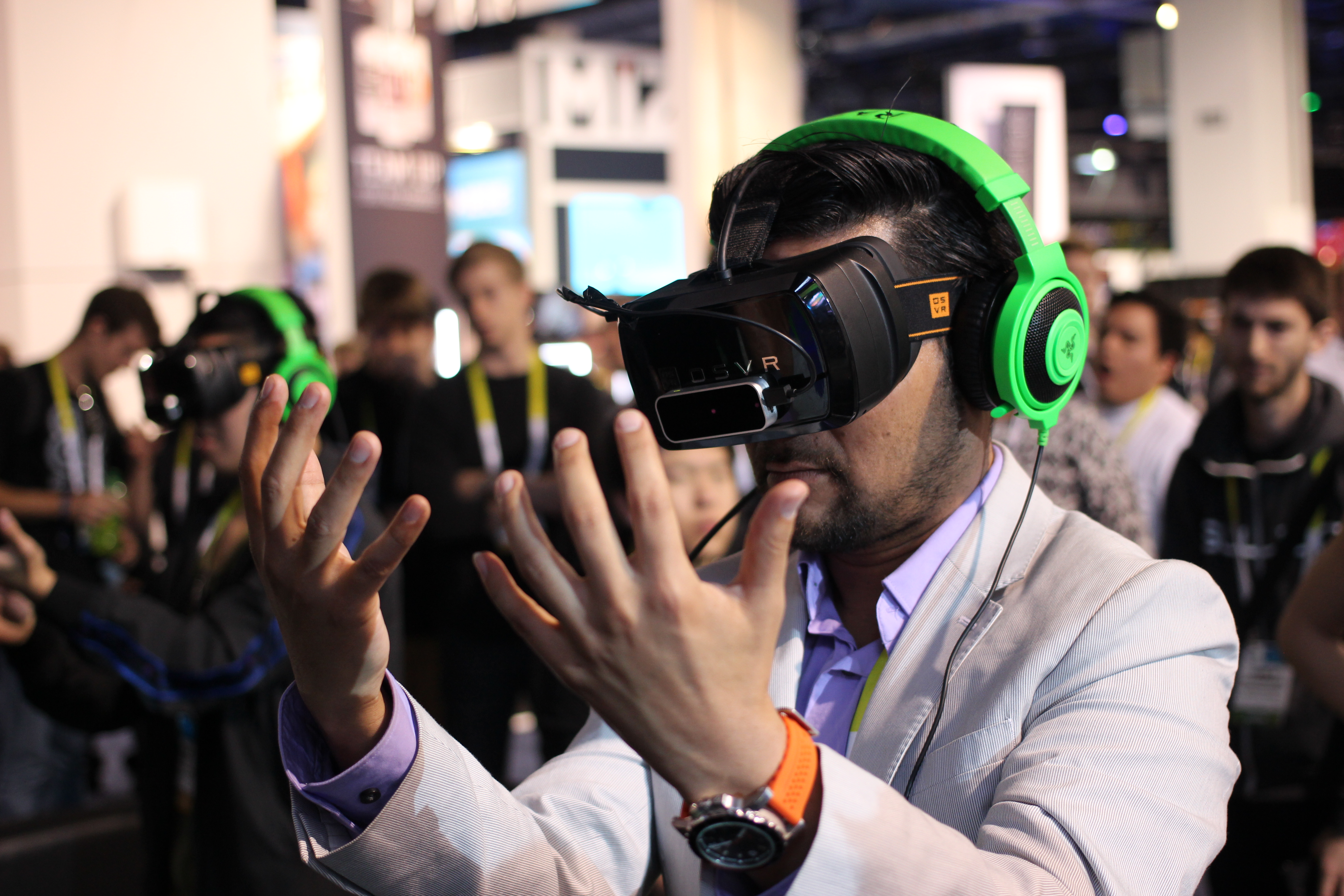 Virtual Reality. Image source: https://www.flickr.com/photos/pestoverde/16863422875